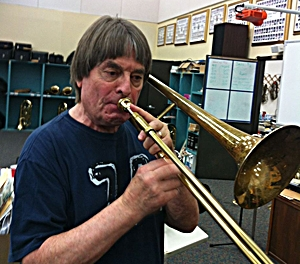Bill Watrous takes my horn for a spin!  'Lovely,' was his reaction.